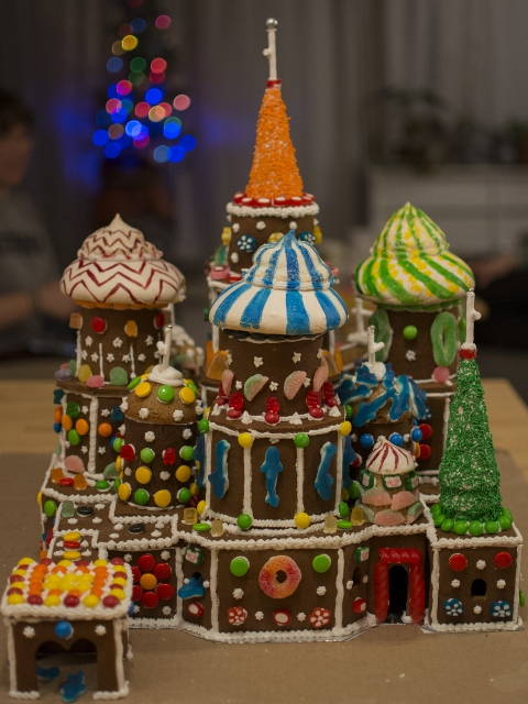 Side view of St. Basil's Cathedral gingerbread structure.